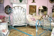 """""""French Curve"""" / A unique outer perimeter style used on antique iron beds of the 1800's. Because it was more difficult to manufacture, there were far fewer of these beds than the """"straight side"""" designs that were much more prominent. Beds with the French Curve styling were generally more fancy and ornate than straight side beds."""