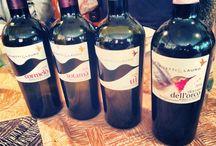 La cantina de Il Santa / Le bollicine di Veuve Cliquout, la frizzantezza de La vigna di Sarah e la tradizione di Rivetti & Lauro e altro vino raffinato...