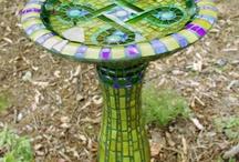 Bebederos para pájaros en mosaico