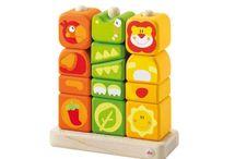 Blokken / Blokken spelen en bouwen. Vormen en kleuren leren herkennen en bouwsels creëren.