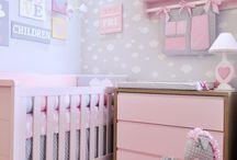 Um quarto moderninho / Fofura é só apelido, este quarto é um verdadeiro charme e as mamães ficam encantadas com tanta delicadeza!  #quartodebebe #decoraçaodequarto #decor #quartomoderno #nuvem #coração #decoraçaocomnuvem #decoraçãodenuvens #retro #quartodemenina #quartorosa #mamae #maternidade #amor #puroamor