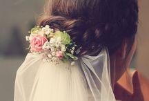 Braut Frisur mit Schleier und Blumen