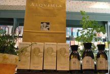 Alquimia / Alquimia nació con la premisa de crear una cosmética 100% natural desde el respeto máximo por la naturaleza y por el ser humano, por la feminidad y por el trabajo bien hecho. Uso de materias primas ecológicas y 100% naturales