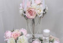 Maryna Katsarova GASTGESCHENKE & BLUMENDEKORATION / Ihren BRAUTSTRAUß und Ihre HOCHZEIT BLUMENDEKORATION kreieren wir für Sie gerne in Form, Farben und Stil, ganz nach Ihren individuellen Wünschen und Vorstellungen, um Sie perfekt auf den schönsten Tag in Ihrem Leben vorzubereiten und diesen zu verwirklichen. Ihre Maryna Katsarova - Weddingplanerin mit Herz Dipl. Grafik-Designerin (FH), Kunstmalerin, Fotografin, Dekorateurin und Hochzeitsfloristin