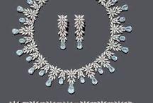 jewellery/tiaras/accessories