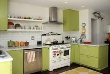 Kitchens / by Caroline Hayes