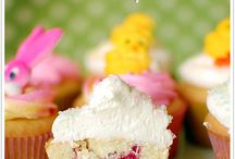 Cakes/Cupcakes / by Annie Fiehrer