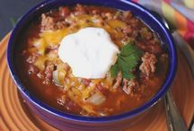 Comforting Chili Recipes / Chili recipes that are a must-make for fall, winter and football season!