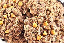 EASY Peanut Butter Lover's Recipes / peanut butter lover's recipes -- easy recipes with peanut butter -- peanut butter desserts -- recipes using peanut butter -- peanut butter lover's day -- national peanut butter lover's day -- peanut butter snack recipes