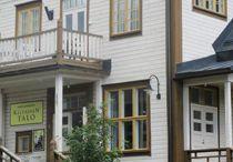 Keltainen Talo / The Yellow Country House / Keltainen Talo toimii jugend-henkisessä puurakenteisessa Nuijantalossa Pälkäneellä.