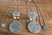 Midibu 4U. Joyas en plata personalizadas. / Distintos modelos de joyas personalizadas con los dibujos de tus hijos.