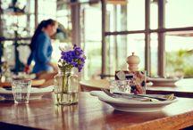NENI Restaurant im 25hours Hotel Bikini Berlin / Das gemeinsamen Erleben der Gerichte ist das Besondere im NENI Berlin. Das kulinarische Mosaik aus mediterranen, persischen und österreichischen Einflüssen lebt vom Teilen und gemeinsamen Genießen mit allen Sinnen. Den Panoramablick über die Lichter der Stadt und den Zoo gibt es gratis dazu.