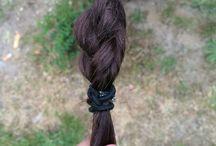 Für alle Haarfarben / Man muss einen Zopf machen die eine Hälfte flechtet man die andere Hälfte dreht manund daraus wird der perfekte Zopf