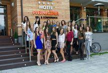 Finalistki Miss Polski w Hotelu Piwniczna / W Piwnicznej-Zdroju odbyło się zgrupowanie finałowe konkursu Miss Polski 2014. 25 kandydatek do tytułu najpiękniejszej Polki spędzało czas na nagraniach, planie sesji zdjęciowej oraz uczestniczy w pierwszych przymiarkach kolekcji.