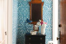 farmhouse wallpaper inspiration / inspiring wallpaper interiors with vintage farmhouse charm