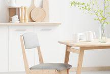 Krzesło Deer by Plywood Project / Krzesło DEER wykonane ze sklejki brzozowej wykończonej tapicerką.