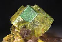 Autunite et variantes, Torbernite et variantes / Phosphates : Autunite, Meta-autunite, Torbernite, Metatorbernite, Pseudolaueite, Langite