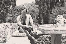 Patrick Leigh Fermor / Gran viajero, historiador, magnífico escritor, héroe de la II Guerra Mundial, Patrick Leigh Fermor (1915-2011), es uno de los grandes personajes en la literatura de viajes y a él dedicamos esta biografía en imágenes.