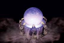 Kristálygömbök / A kristálygömbök általában féldrágakövekből vagy üvegből készült jóseszközök.
