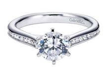 Round Diamond Engagement Rings / A Classic Feel