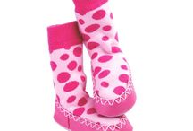Moccons / Calcetines antideslizantes niñosmoccons - Mantiene los pies protegidos y calientes.  - Suela antideslizante 100% piel.  - Tallas disponibles desde 6 a 36 meses.