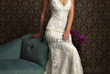 Wedding dresses / by Alaina Wood Johansen