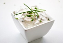 Saucen- und Dip Rezepte / Saucen bzw. Dips sind eine Genussvolle Abwechslung, passen zu jeder Hauptspeise und sind obendrein noch der Touch auf jedem Teller. Saucen- und Dip Rezepte passen als Dip zu Gemüse und Früchte aber auch für deftige Fisch und Fleischgerichte.