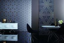 Tapety Globalove | KARIM RASHID / K týmto tapetám si môžete objednať vzorky za 2,99 € / ks vo formáte A4. Pri objednaní tapety na základe vzorky Vám bude odpočítaná cena vzorky z celkovej sumy Cena tapiet 53,99 € - 69,99 € / 1 rolku Rozmer tapiet 10,05 x 0,75 m  Dizajnové panely 109,99 € Rozmer dizajnových panelov 2,8 x 1,04 m