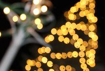 Willkommen auf dem Weihnachtsmarkt Wernigerode! / Strahlende Fachwerkhäuser mit liebevoll dekorierten Schaufenstern, geschmückte Altstadtgassen, der Duft von Mandeln, Zuckerwatte und Glühwein. Das ist es, wofür die Besucher den Wernigeröder Weihnachtsmarkt lieben. Erleben Sie einen der wohl schönsten Weihnachtsmärkte des Landes und genießen Sie die Harzer Gastfreundschaft   rund um das historische Rathaus.