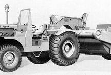 Caterpillar scrapers: classic machines / Classic Caterpilar scrapers profiled in Contractor magazine.