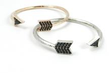 arrowed braceletes