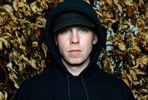 Cr7z / Cr7z ist ein Rapper, der jeden beeindruckt und motiviert mit verschiedenen Liedern in unterschiedlichen Situationen