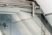 Glazen schuifdeuren / Met een schuifdeur van glas creëer je een open look en behoudt je lichtinval in je kamer. Strak, chique en eenvoudig zelf te monteren