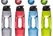 SPORTS VACUUM WATER BOTTLE / SPORTS VACUUM WATER BOTTLE *It uses highly elastic materials to have a good touch. *The container is transparent to be used sanitarily. *It uses highly impact-resisting and heat-resisting materials not to easily broken. *It is strong even against hot water. *It is convenient for various outdoor activities. *It has a good feeling of grip so you feel little fatigue even if you use it for a long time. *4 colors of Gray Color, Red Color, Blue Color and Green Color are available.