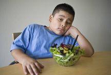 kid versus food / La lucha interminable para que tu hijo coma verdura.  ¡Combate y gana!