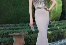 Sweetheart Neckline  Dresses / Long dressed with sweetheart neckline. This style is perfect to emphasize the bust.