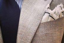 ADAMA pánské obleky / Svatební salon ADAMA nabízí pánské obleky ke koupi, zapůjčení a vyzkoušení jak v provedení klasického střihu, tak vypasovanější - slim. V nabídce jsou v různých barvách a velikostech. Doplňky k pánským oblekům jako například košile, vesty, kravaty, motýlky, vázanky, askoty a další jsou ke shlédnutí a k vyzkoušení přímo v půjčovně šatů.