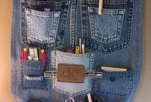 mit kleiderbügel und jeans
