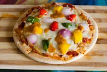 Bell pepper and chipotle mayonnaise Pizza / I have used three color bell peppers and chipotle mayonnaise for topping which adds texture and adds more fire to this Bell pepper and chipotle mayonnaise Pizza.