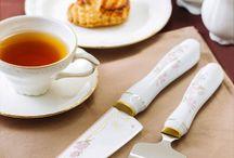 Japanese Flowers 1 / Minova Ceramic Jewel Knives(ミノバセラミックジュエルナイフ)は、人々が集うダイニングテーブルを華やかに演出する特別なファインセラミックナイフ&ケーキサーバー。ジュエリーのような質感、洋食器のようなルックス、ゴールド・プラチナ基調のアーティスティックなデコレーションで世界に認められた新しいテーブルウェア・ラグジュアリーギフトです。日本を代表する花々に、日本の美しい情景や日本人の優しさ、丁寧さ、品格を表した、 「おもてなしのナイフ」の代名詞となるシリーズです。 In this series, A beautiful Japan, gentleness, courteousness and dignity of Japanese are drawn to the flowers representing Japan .