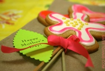 Fun & Fab Flower Cookies! / Everything's coming up cookie flowers and candy grass for me and for you! Xo sweetdanib.com