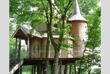 Treehouse Holidays / Host Unusual features an awesome selection of amazing treehouses you can stay in!