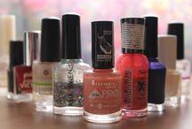 les fioles pour la beauté d'ongles
