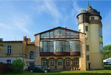 Żelazno - Pałac / Pałac w Żelaźnie został wybudowany w stylu barokowym w latach 1797–1798 przez radcę królewskiego Franza Arbogasta Hoffmanna. Obecnie jego właścicielem jest grupa Tanzanit, która otworzyła w nim hotel.