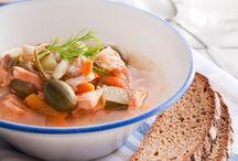 Kattilallinen keittoa / Apetit kaloista ja kasvispakasteista valmisat maukkaita keittoja. Tai poimi ruokapakasteista valmis keitto, esimerkiksi tutkitusti maukkain Apetit Kotimainen Pinaattikeitto ja viimeistele se tilanteeseen sopivasti.