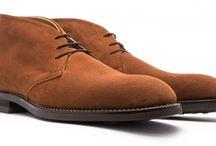 kenkää, sukkaa, paitaa, housuu