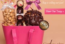 Summer Gifts & Promotions / Indulge with our delicious summer treats and gourmet caramel apple gifts!