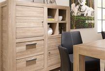 Wooncollectie Tulsa / De meubelstukken uit deze collectie zijn gemaakt van Naturel gelakt elm hout. De oppervlakten van de meubels zijn geschaafd en geborsteld. Ook zit er in alle laden en deuren een soft closing systeem en in de eetkamertafels is er een Butterfly- uitschuifsysteem aanwezig!
