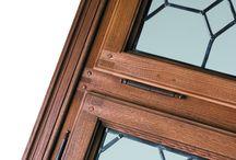 """Linea Epoca / Con la linea """"Epoca"""" vengono  proposte  porte e finestre che riproducono  sapienti tecniche di lavorazione e finiture in uso nel XVI, XVII e XVIII secolo."""
