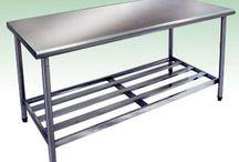 Mesa de aço inox para cozinha industrial / São muitas as vantagens que o aço inox tem sobre os outros matérias no que diz respeito à uma cozinha industrial.
